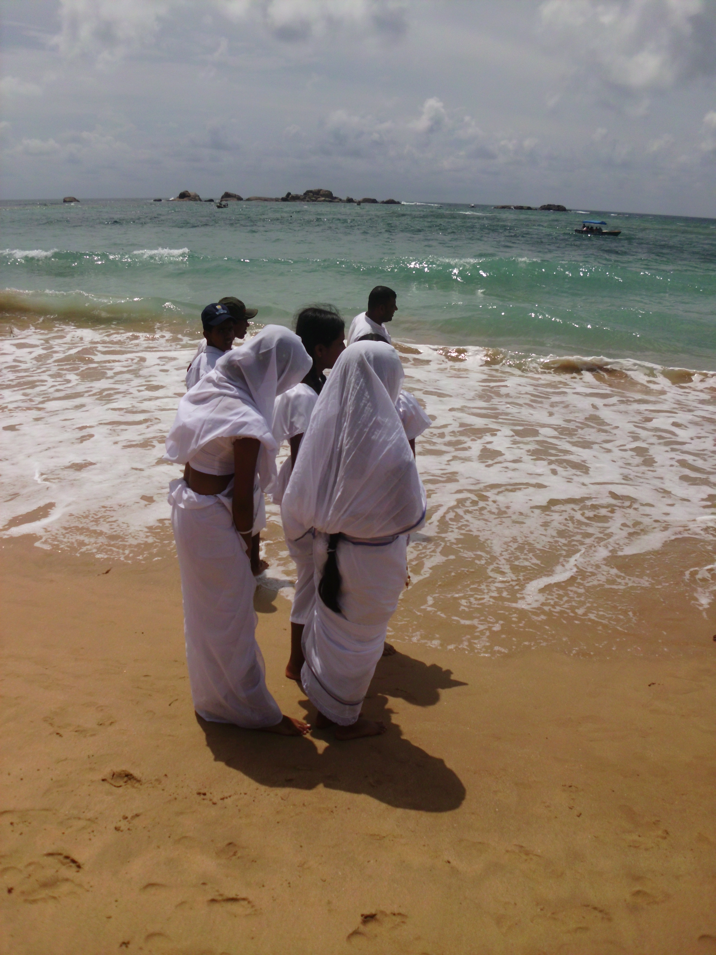 Ban Dondet Laos  City pictures : sunday school girls on Hikkaduwa beach, Sri Lanka